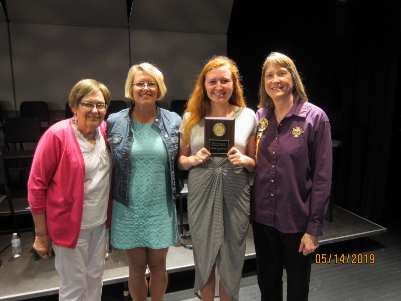 2019 HS Scholarship winner Sidney Messerly Mother Melissa Messerly GMA Lois Schreck